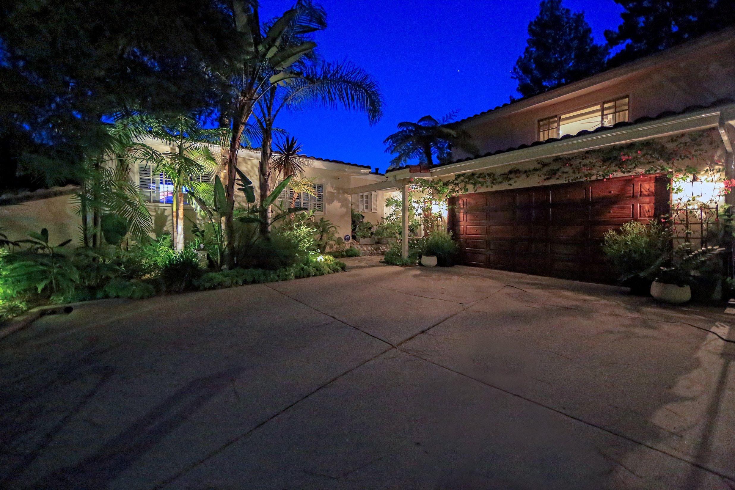 https://www.estatesales.net/CA/Los-Angeles/90046/2437281